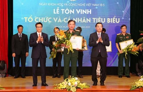 Tôn vinh những đóng góp nghiên cứu khoa học, phát triển công nghệ ở Việt Nam
