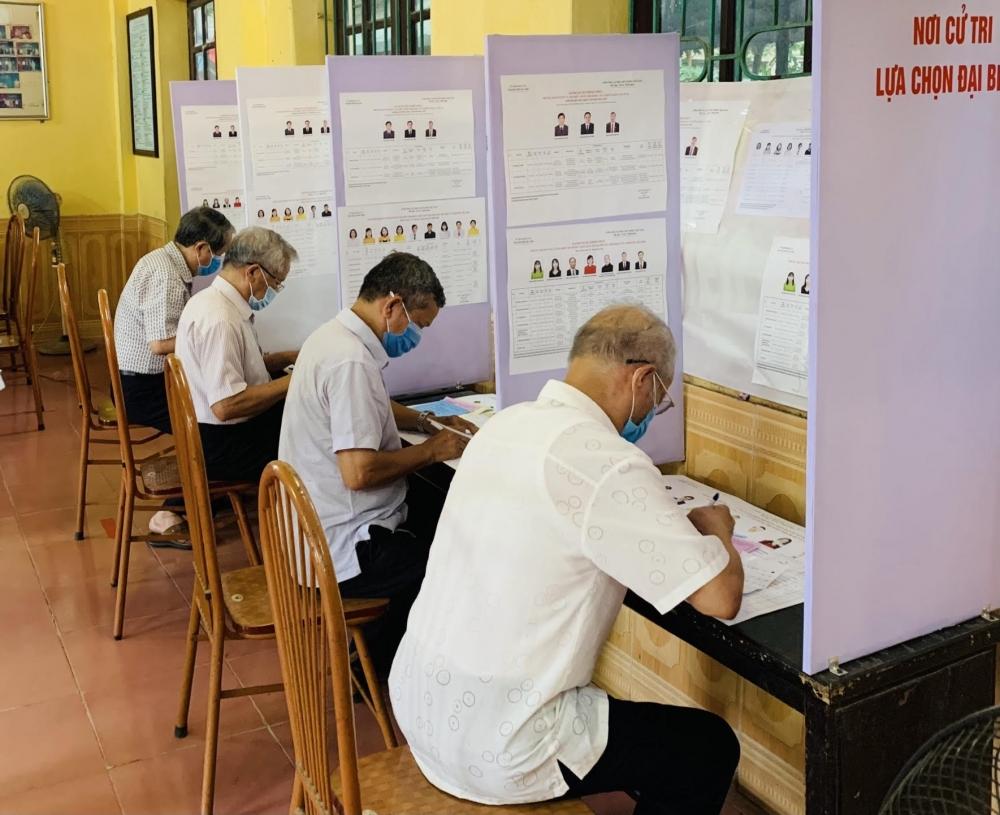 Cử tri huyện Sóc Sơn nô nức đi bầu cử những đại biểu có đức, có tài