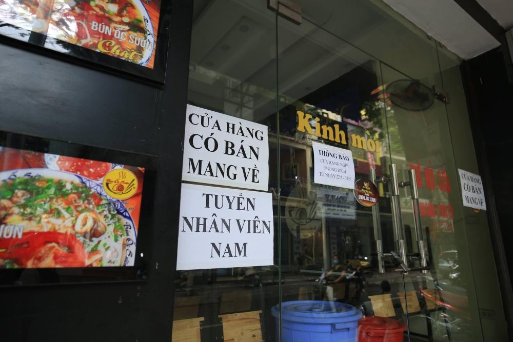 Hàng quán ở Hà Nội tất bật dọn dẹp, đóng cửa trước 12h