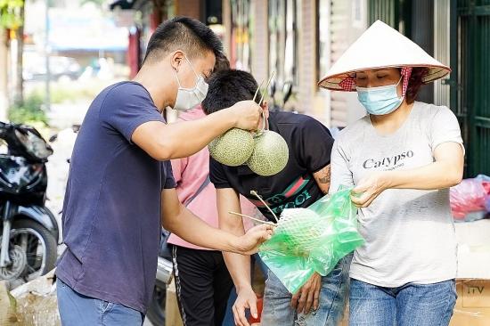 Người dân Hà Nội chung tay tiêu thụ nông sản Bắc Giang