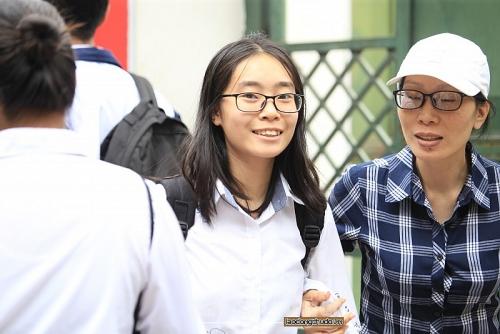 Kết thúc môn thi Ngữ văn, thí sinh rời phòng thi trong tâm trạng hào hứng