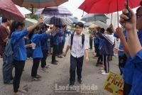 Hà Nội: Tình nguyện viên hết mình tiếp sức sĩ tử thi lớp 10 công lập