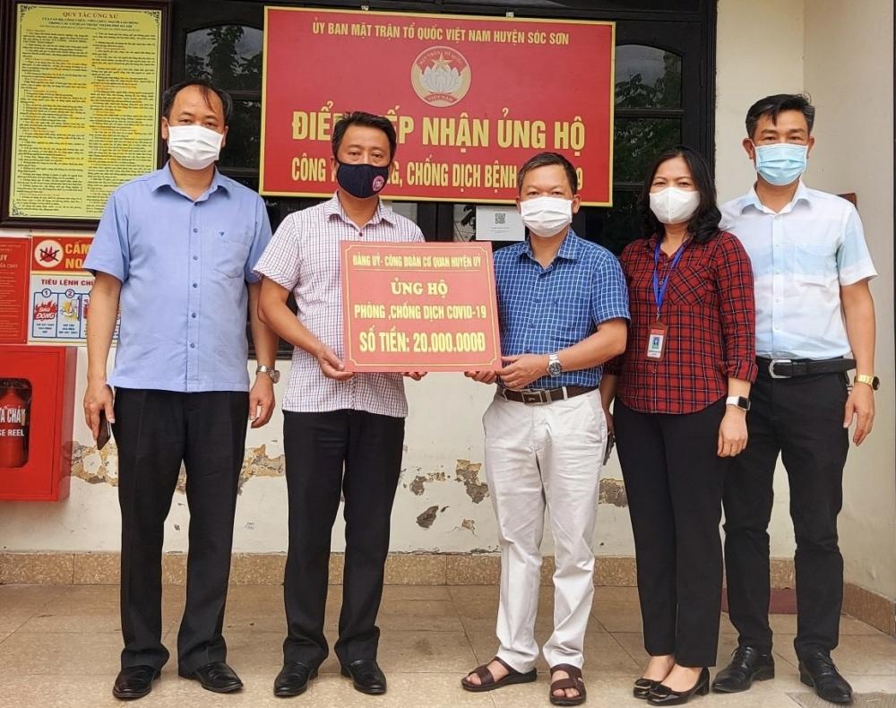 Huyện Sóc Sơn tiếp nhận gần 900 triệu đồng ủng hộ Quỹ phòng, chống dịch Covid-19