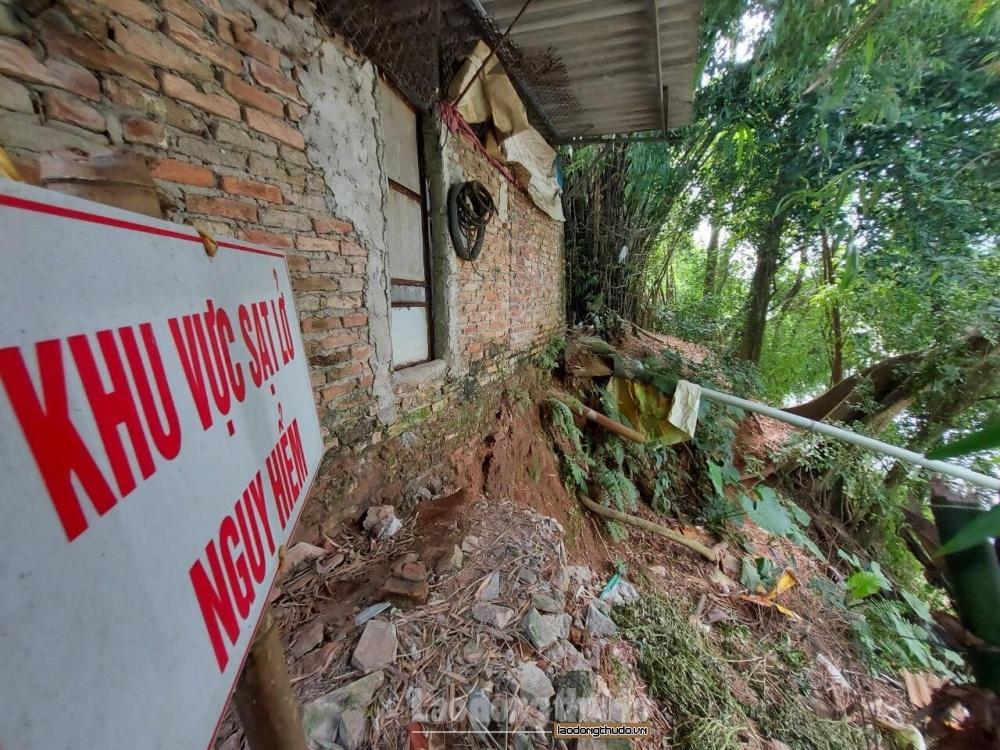 Hà Nội công bố tình huống khẩn cấp vì sạt lở kè, chân đê tại 4 huyện ngoại thành