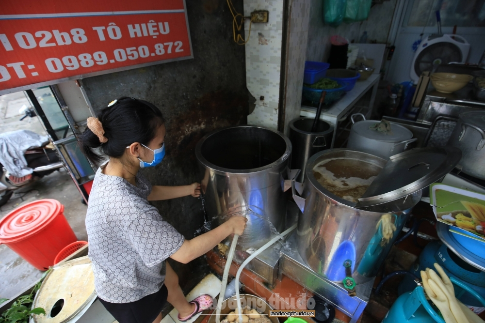 Hà Nội mở cửa trở lại dịch vụ cắt tóc gội đầu, ăn uống trong nhà từ 0 giờ ngày 22/6