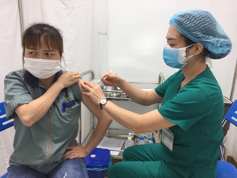 Triển khai tiêm vắc xin phòng Covid-19 cho công nhân tại khu công nghiệp