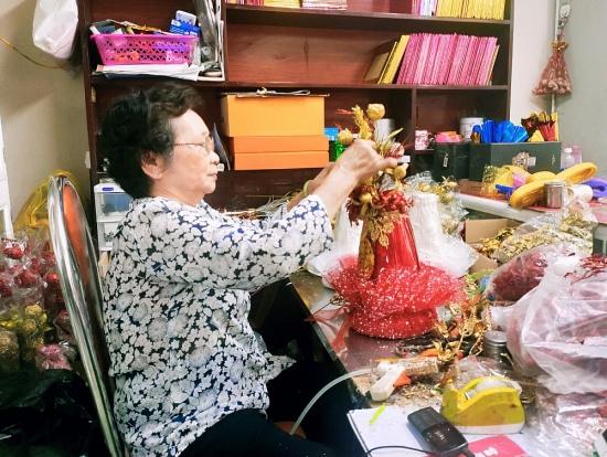 Gia đình hơn 6 thập kỷ giữ nghề đóng oản giữa lòng Hà Nội