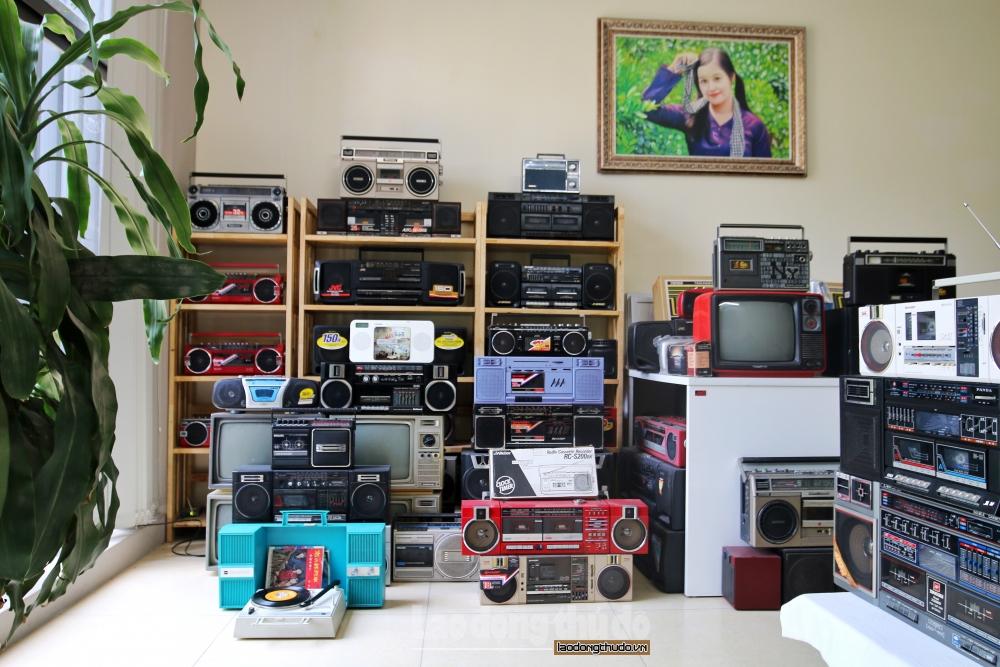 Choáng ngợp với bộ sưu tập hơn 1.000 chiếc radio cassette cổ ở Hà Nội