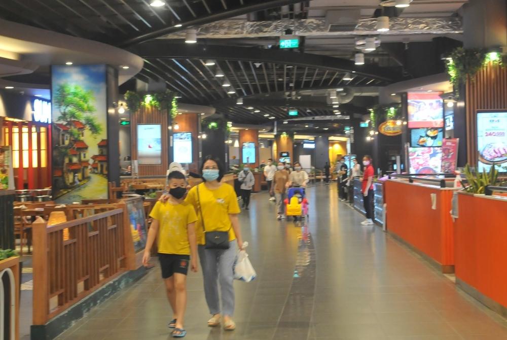 Lãnh đạo Hà Nội kiểm tra đột xuất công tác phòng, chống dịch tại trung tâm thương mại