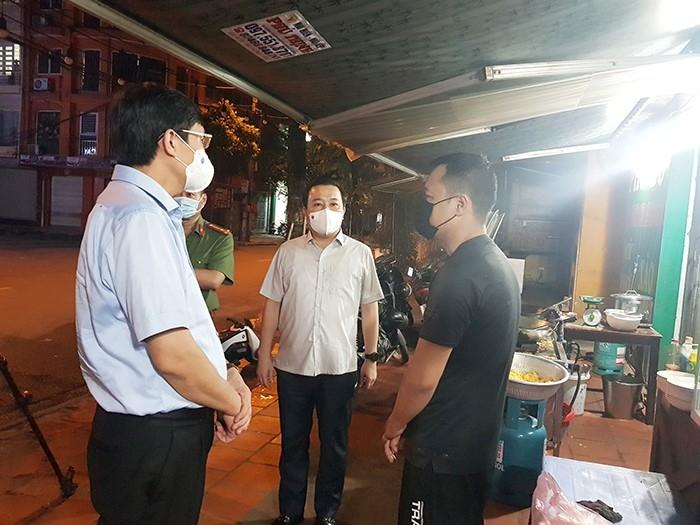 Lãnh đạo thành phố Hà Nội kiểm tra đột xuất các cơ sở kinh doanh dịch vụ ăn uống trong đêm