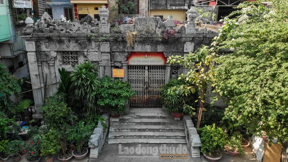Ngôi mộ cổ 100 năm tuổi làm từ đá cẩm thạch còn sót lại giữa lòng Hà Nội