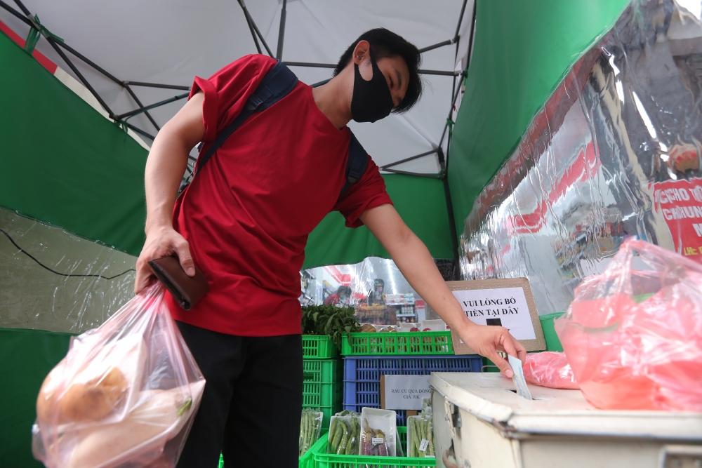 Hà Nội xuất hiện các cửa hàng giãn cách không người bán, đồng giá 10.000 đồng