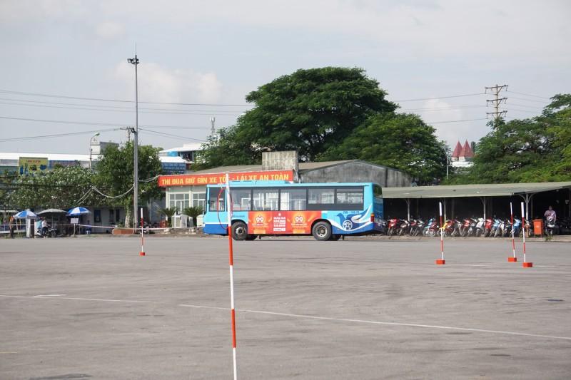 Tài xế xe buýt thi lái xe giỏi, an toàn