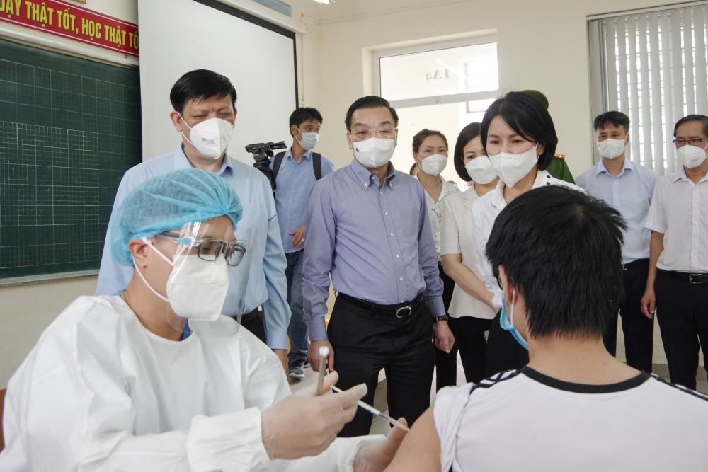 Đẩy nhanh hai mũi giáp công tiêm chủng và xét nghiệm tại Hà Nội