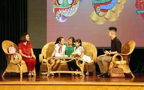 Biểu dương 100 gia đình thực hiện tốt chính sách dân số, có con gái chăm ngoan, học giỏi