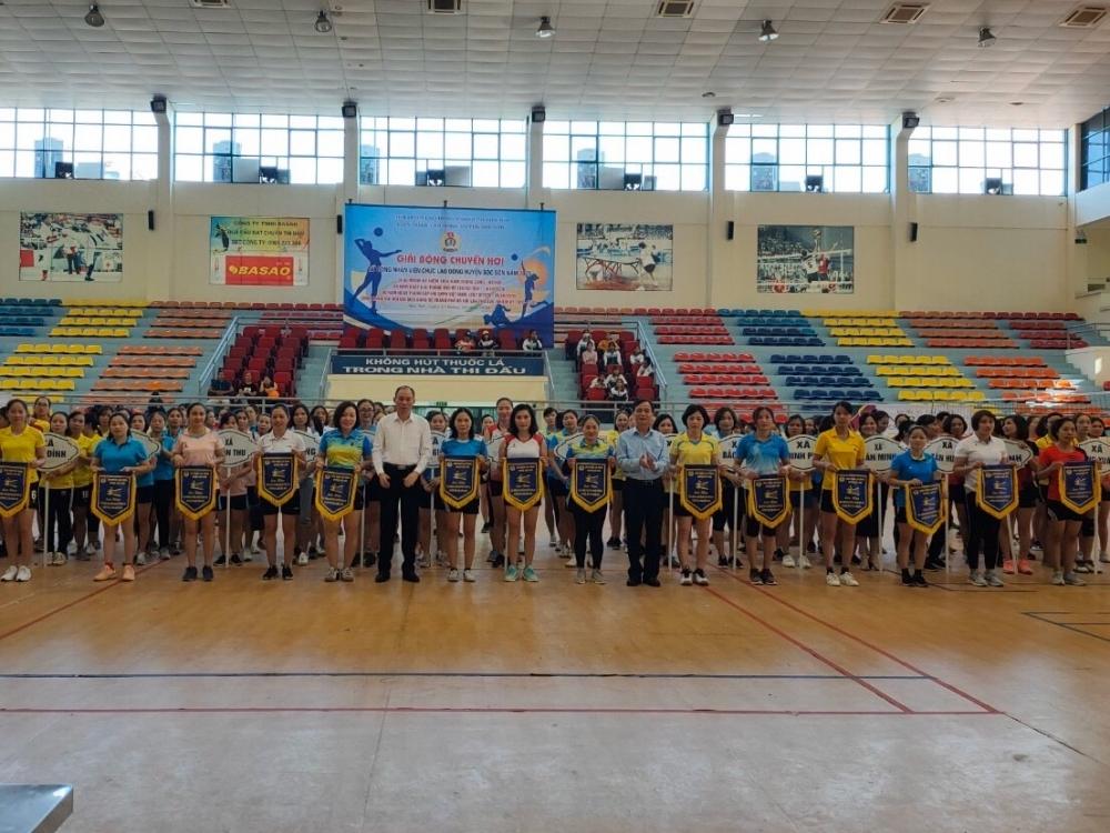 Sôi nổi giải bóng chuyền hơi nữ công nhân viên chức lao động Liên đoàn Lao động huyện Sóc Sơn