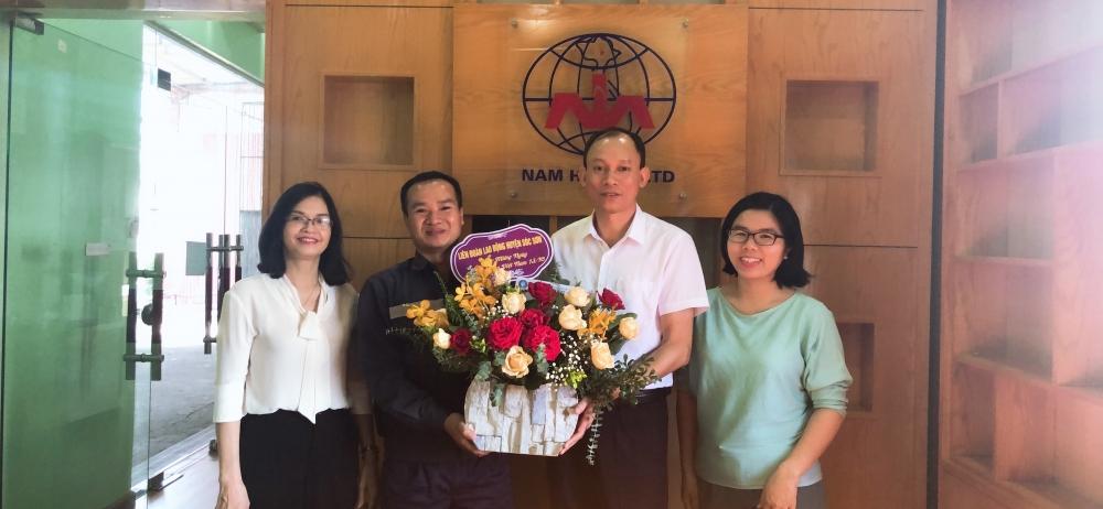 Liên đoàn Lao động huyện Sóc Sơn chúc mừng các doanh nghiệp nhân ngày Doanh nhân Việt Nam