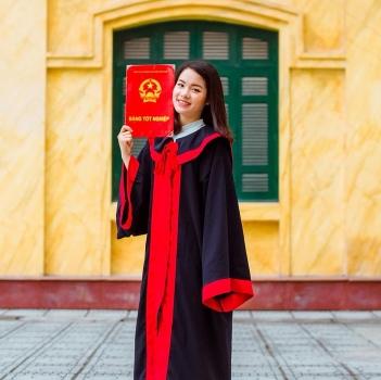 Nữ sinh viên ở Hà Nội tự tay làm 20kg bánh chả gửi bà con vùng lũ