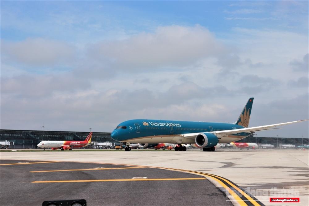 Hà Nội thống nhất mở lại đường bay với thành phố Hồ Chí Minh và Đà Nẵng