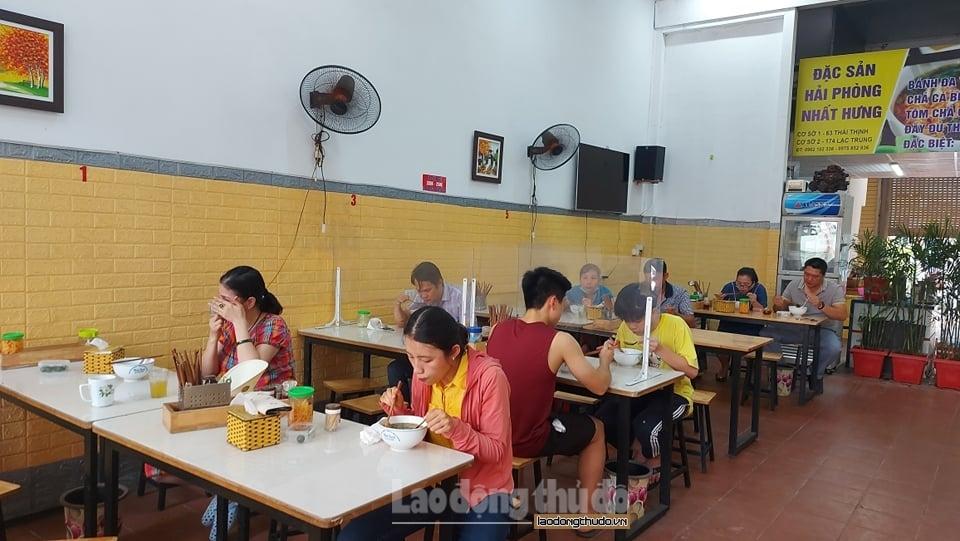 Từ 6h ngày 14/10: Hà Nội cho phép nhà hàng, quán ăn bán tại chỗ, xe buýt, taxi hoạt động trở lại