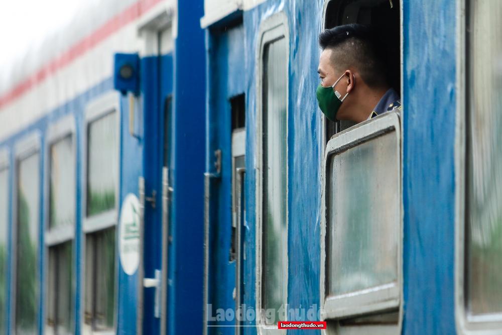 Chuyến tàu Hà Nội - Hải Phòng lăn bánh sau khoảng 2 tháng tạm dừng hoạt động