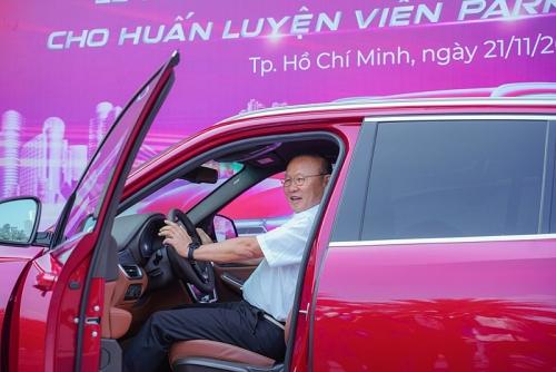 Vinfast tặng xe Lux SA2.0 phiên bản cao cấp cho huấn luyện viên Park Hang Seo