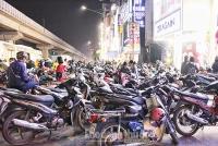 Đổ xô mua sắm ngày Black Friday tại Hà Nội