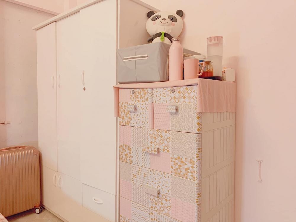 """""""Lột xác"""" phòng trọ ẩm mốc thành căn hộ toàn màu hồng chỉ với 10 triệu đồng"""