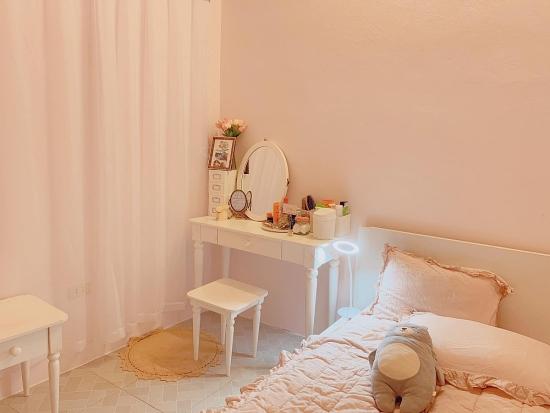 """""""Lột xác"""" phòng trọ ẩm mốc thành căn hộ toàn màu hồng đẹp mắt chỉ với 10 triệu đồng"""