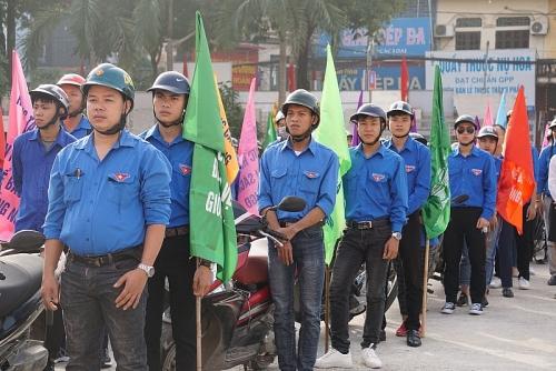 Hàng trăm thanh niên diễu hành hưởng ứng Tháng hành động quốc gia về Dân số