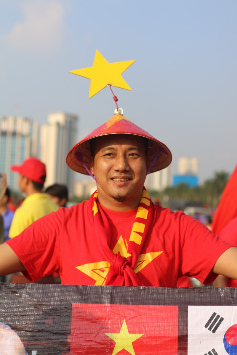 co dong vien nhuom do ha noi truoc tran ban ket aff cup