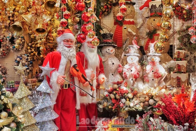 Phố Hàng Mã rực rỡ sắc màu chờ đón Giáng sinh