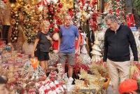 Phố Hàng Mã sôi động trước thềm Giáng sinh đang tới gần