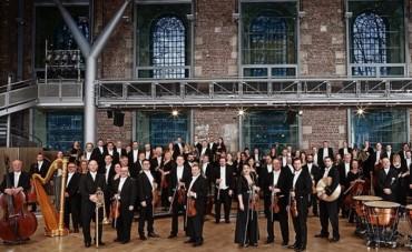 Dàn nhạc giao hưởng London trình diễn tại phố đi bộ ở Hà Nội
