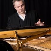 Nghệ sĩ piano Hinrich Alpers lưu diễn ở Việt Nam