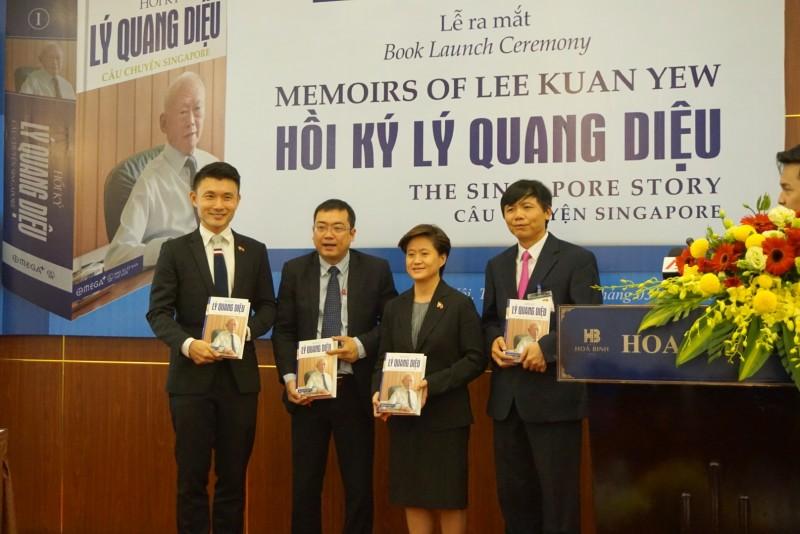 """Ra mắt bộ sách """"Hồi ký Lý Quang Diệu - Câu chuyện Singapore"""""""