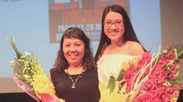 Nhà văn Y Ban và nữ sinh Minh Ngân dự Slam thơ quốc tế 2017