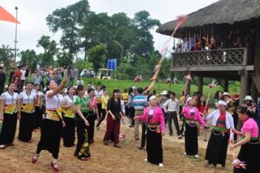 Tháng 4, Làng Văn hóa - Du lịch các dân tộc Việt Nam đậm 'sắc màu'