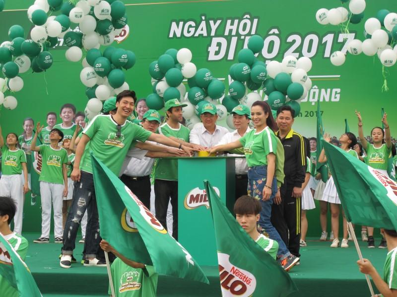 """10.000 người tham dự """"Milo - ngày hội đi bộ"""" 2017 tại Hà Nội"""