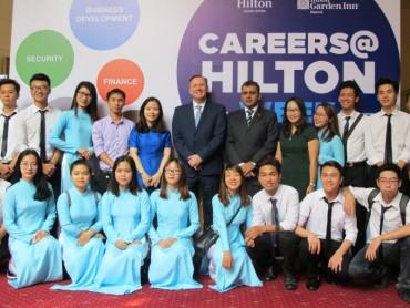 Hai khách sạn Hilton ở Hà Nội hướng nghiệp cho giới trẻ