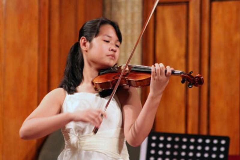Ngày 13/7, tài năng trẻ Đỗ Phương Nhi biểu diễn tại Hà Nội
