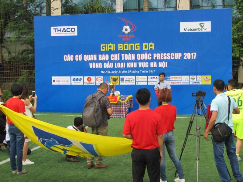 Khởi tranh vòng loại giải bóng đá các cơ quan báo chí khu vực Hà Nội 2017