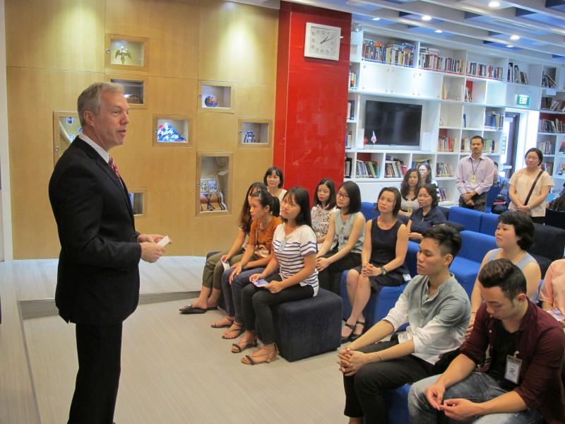Đại sứ Hoa Kỳ giao lưu với các bạn trẻ