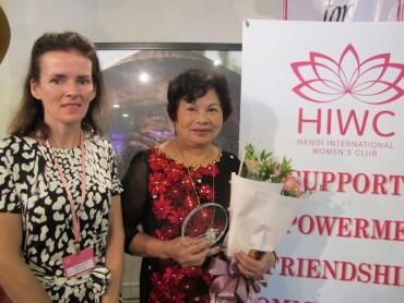 Bác sĩ Đỗ Thúy Lan được vinh danh giải thưởng Tầm nhìn HIWC 2017
