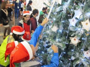 Hơn 100 trẻ có hoàn cảnh khó khăn đặc biệt vui Giáng sinh sớm