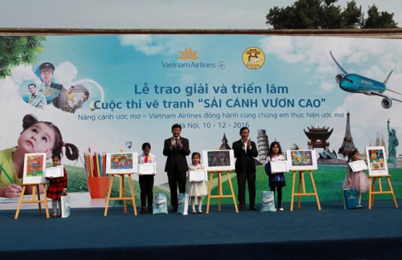 """100 học sinh đoạt giải thi vẽ """"Sải cánh vươn cao"""" 2016"""