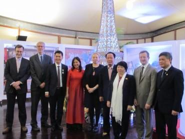Pháp tặng Huân chương Hiệp sĩ VHNT cho Cục trưởng Cục Văn thư và Lưu trữ nhà nước Việt Nam