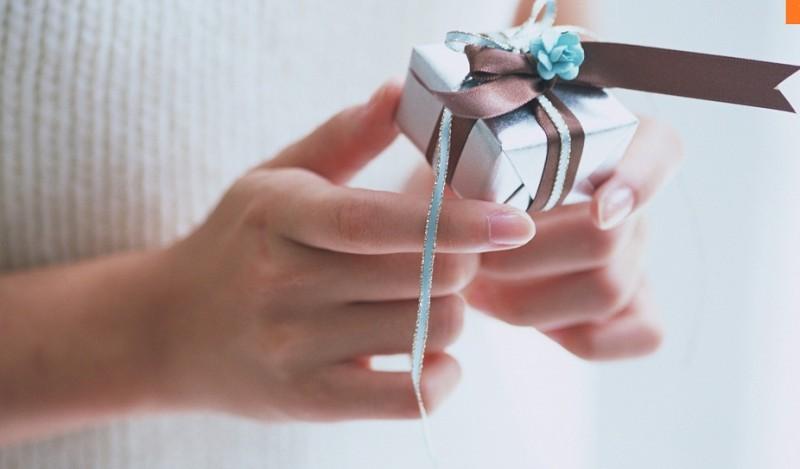 """Chiêu thức """"mời nhận quà"""""""
