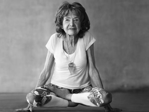 Lời khuyên từ huấn luyện viên yoga cao tuổi nhất thế giới