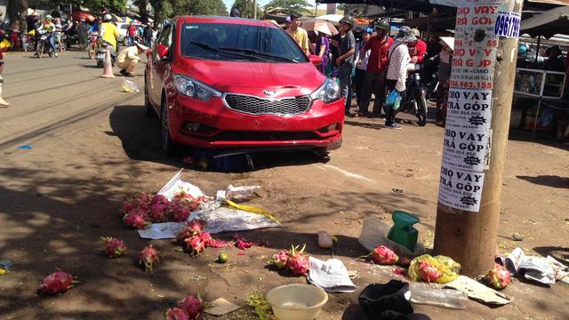 Nữ tài xế lao thẳng ô tô vào chợ khiến 3 người thương vong